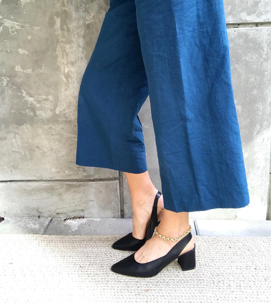 The Statement Slingback in Black