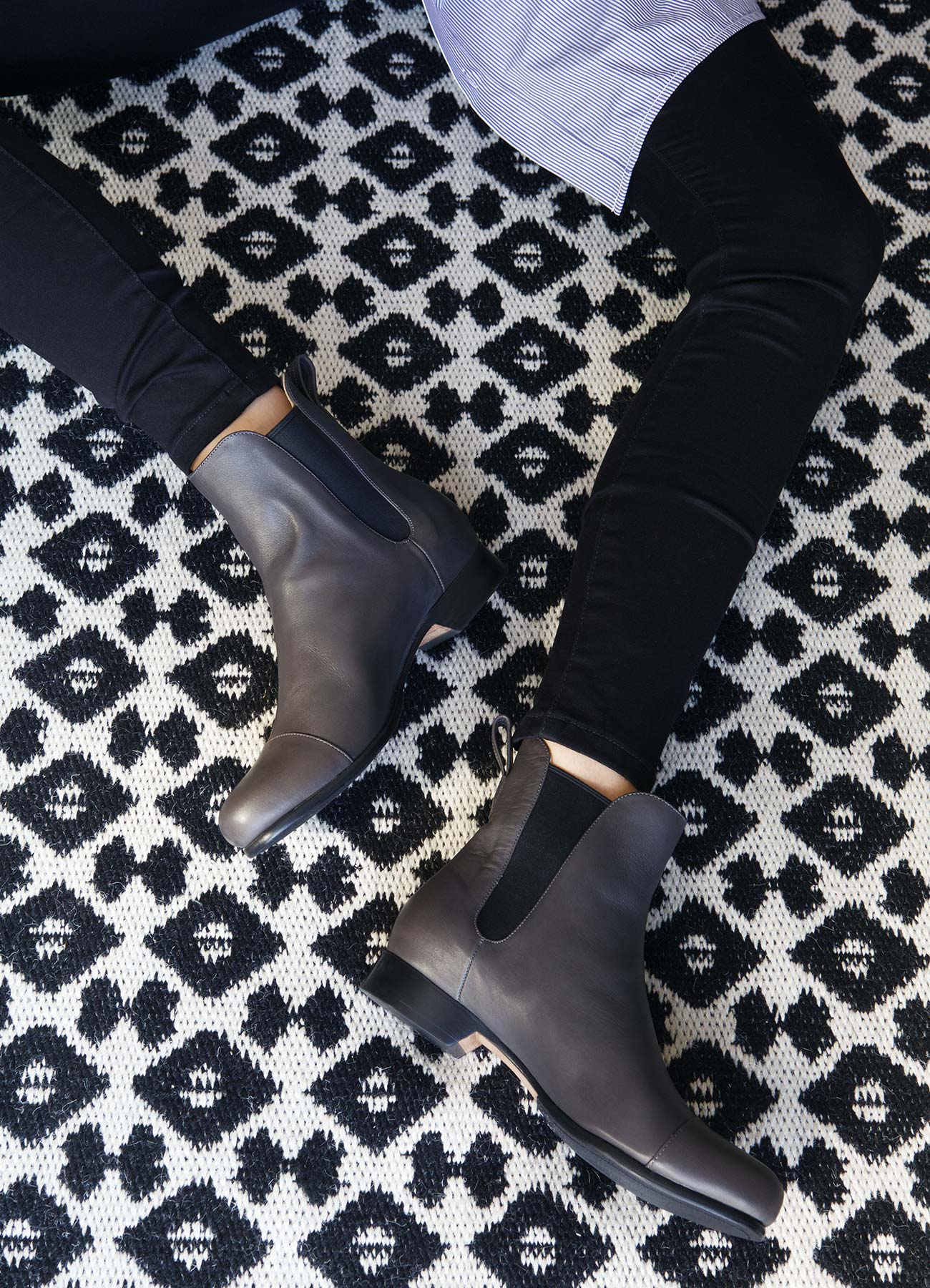 The Chelsea Boot in Carbon - Poppy Barley