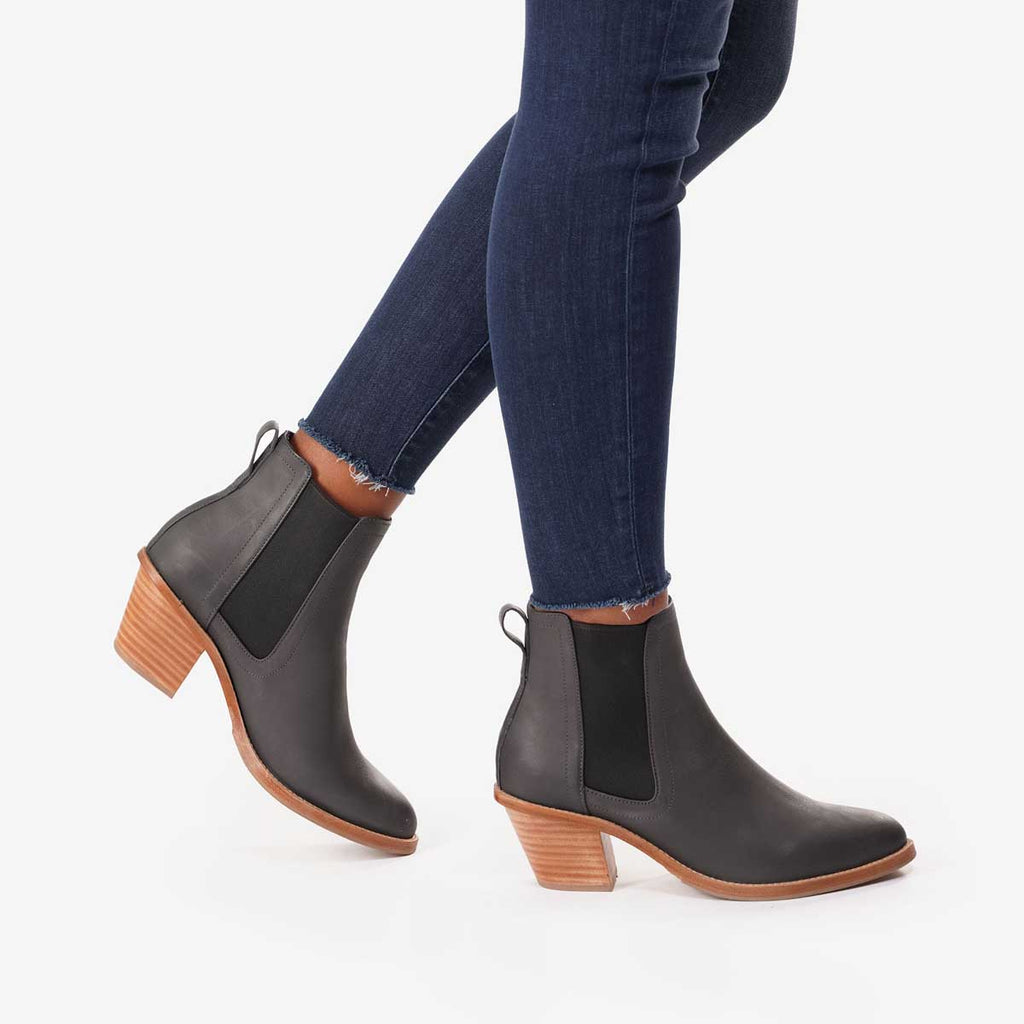 The Heeled Chelsea Boot Gotham Grey