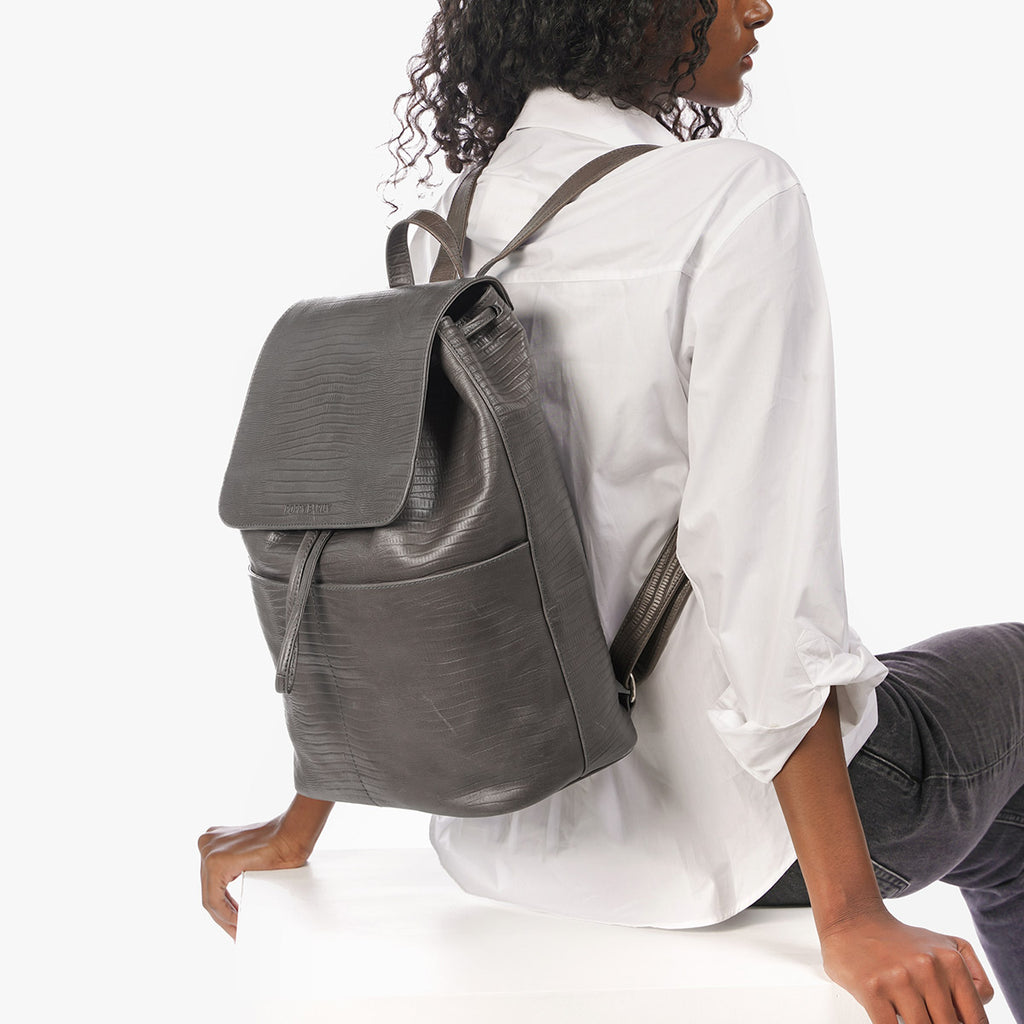 The Refined Backpack Smoke Grey Lizard