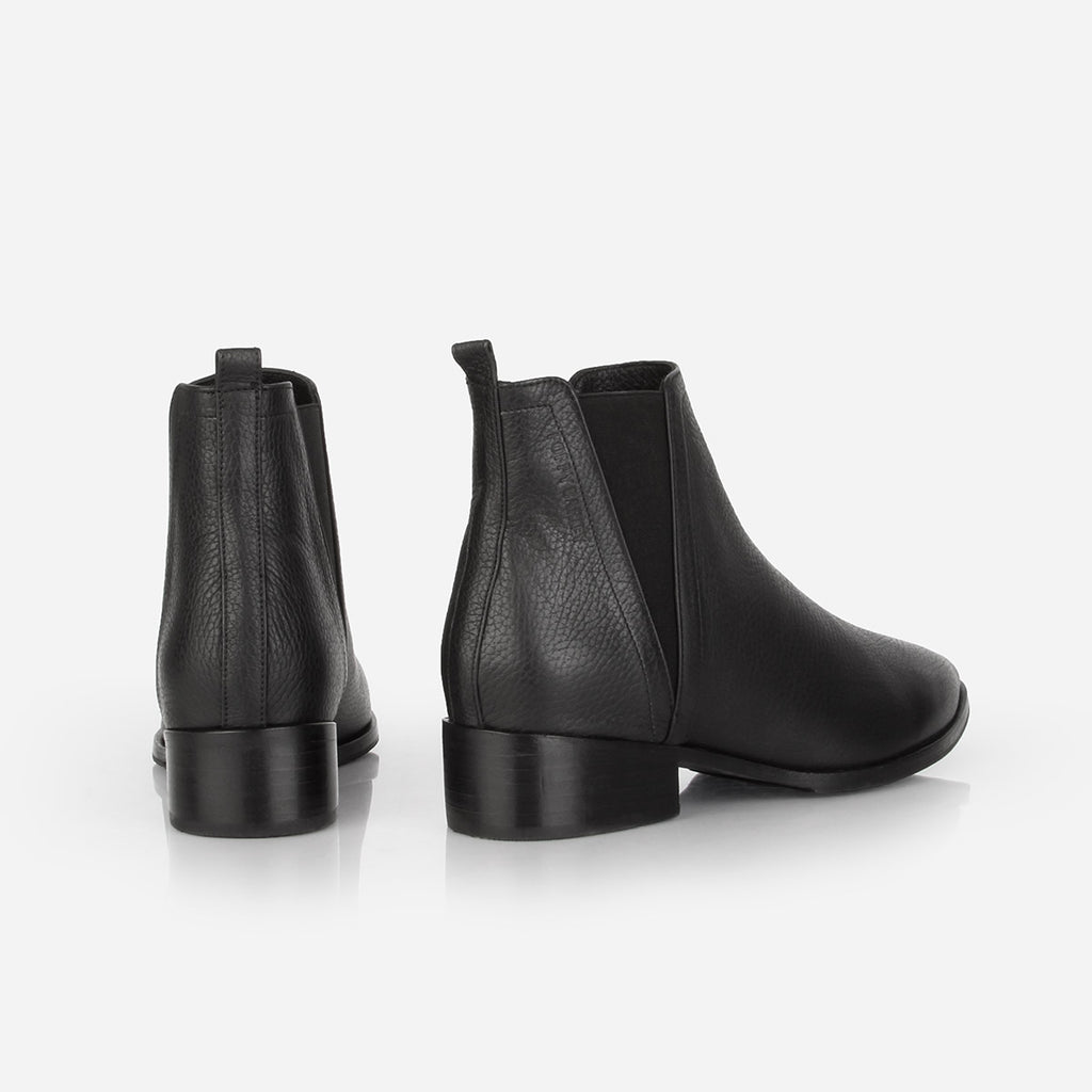 The Low Rise Chelsea Boot 2.0 Black Pebble Ready To Wear