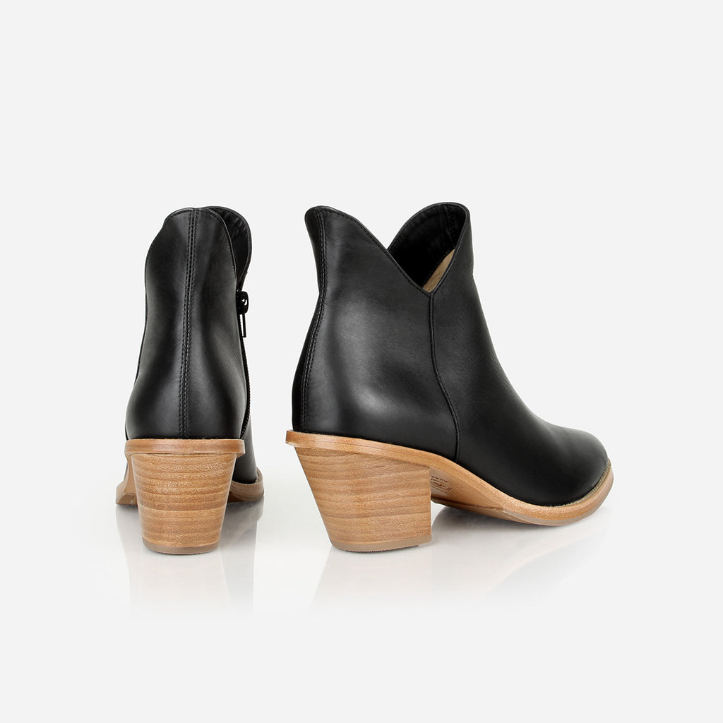 The Two Point Five Ankle Boot Black Water Resistant Ready To Wear