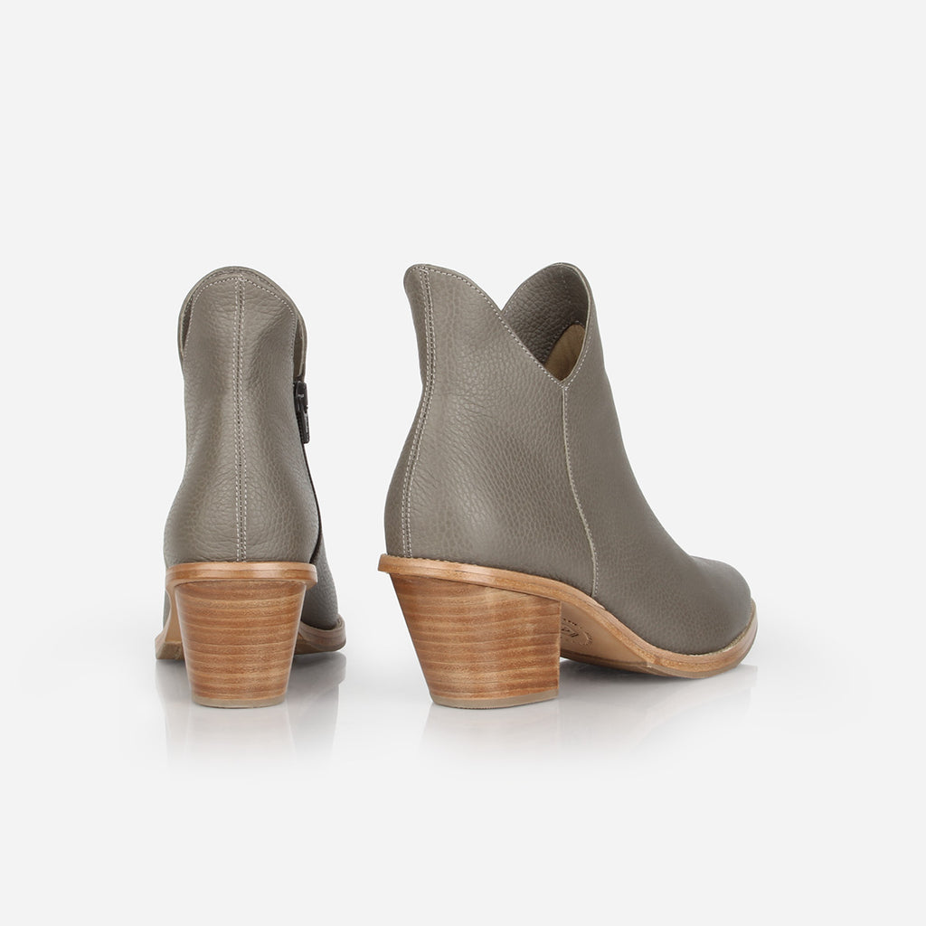 The Two Point Five Ankle Boot Smoke Grey Pebble Ready To Wear