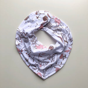 Wild meadow (pink petals) dribble bib - lunastreasures