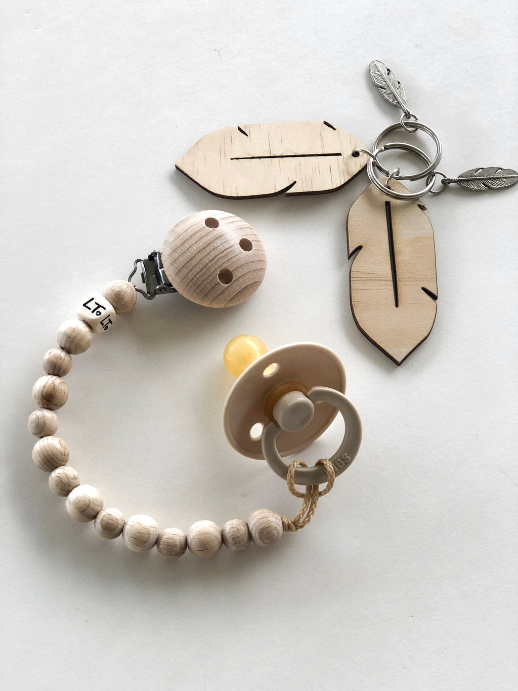 Simply raw wooden soother chain - lunastreasures