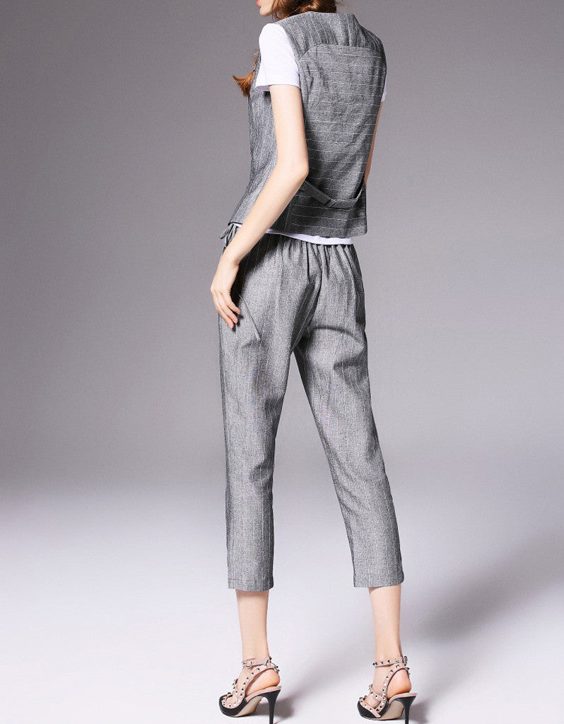 Sleeveless vest with 3/4 pants and T-shirt