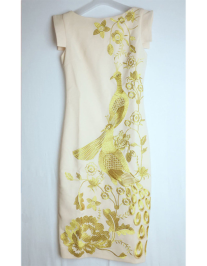 Sleeveless tailored long dress with embroidered golden phoenix