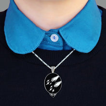 Load image into Gallery viewer, Magic Hands Necklace