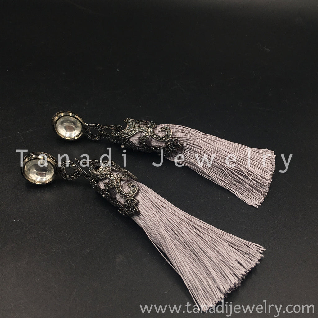 Tassel's Earring - Grey