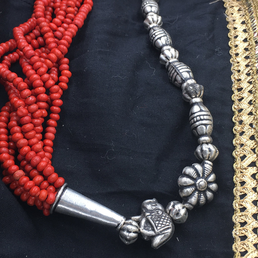 OXD - NN - Red beads Long Necklace Side oxidised Pendants