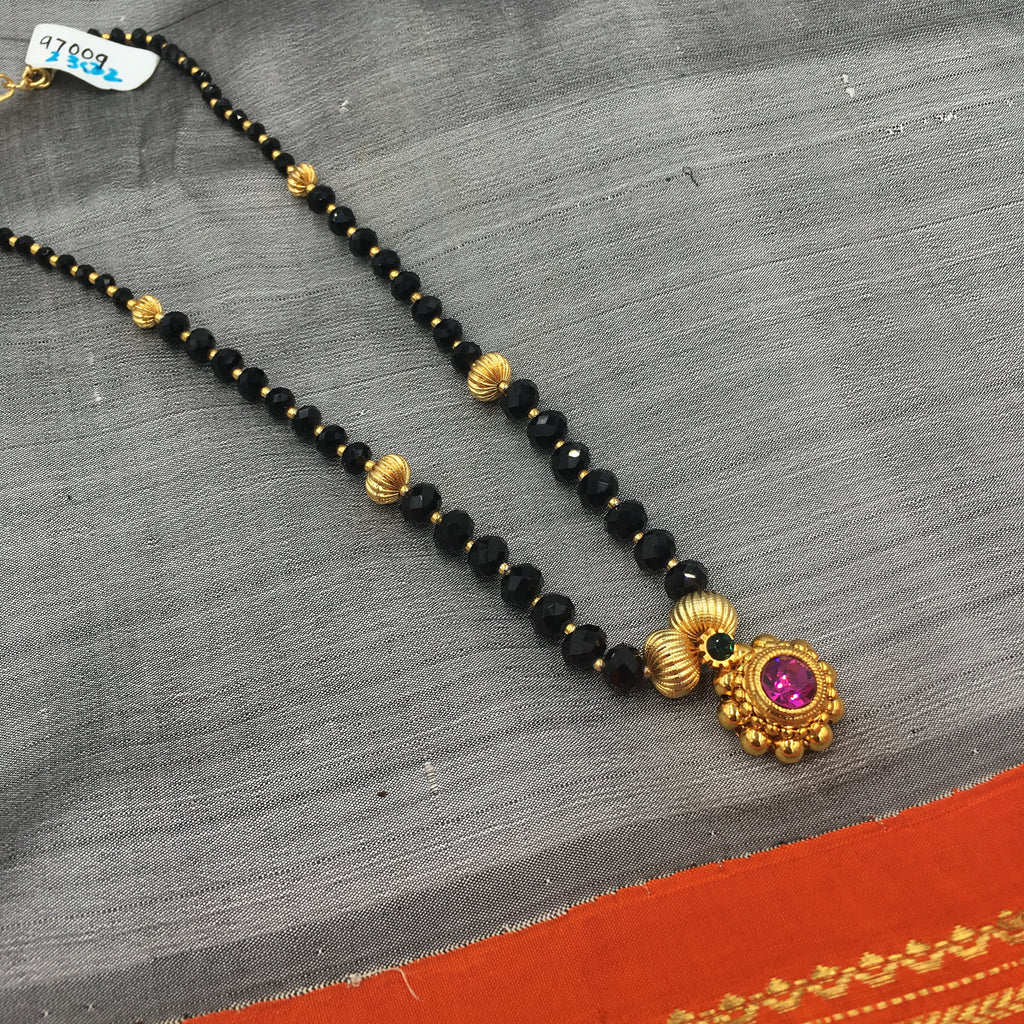 KOPM - Black shining beads with flower pendant