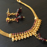 Delicate fit-necklace with red stones and leaf design