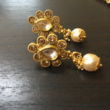 Delicated round necklace with pearl drop pendant