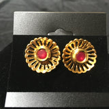 Flower button earrings with stone