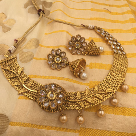 Golden fit necklace and white stone - leaf design