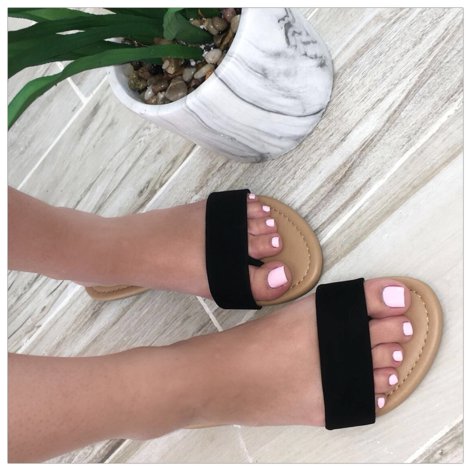 Loretto Slip In Sandal (Black)