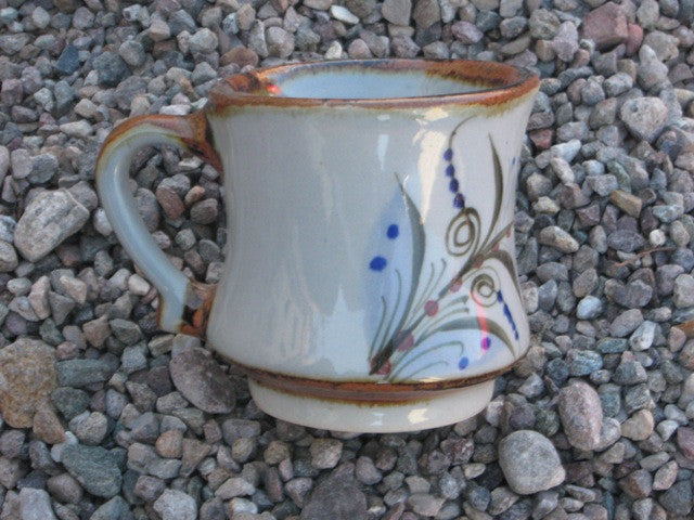 Ken Edwards Mug tq3 in natural grey background with decorations on the sides.