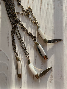 Classy Rough Rider Necklace - mother of Pearl