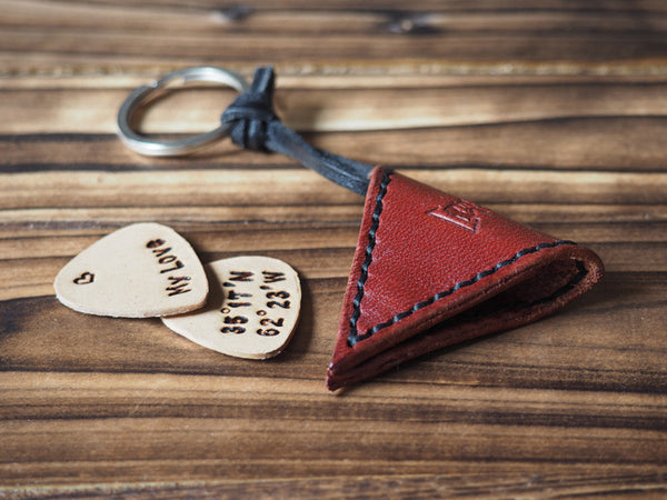 ES Corner Handmade Leather Guitar Pick Case Pick Holder Personalized with Leather Pick Burgundy