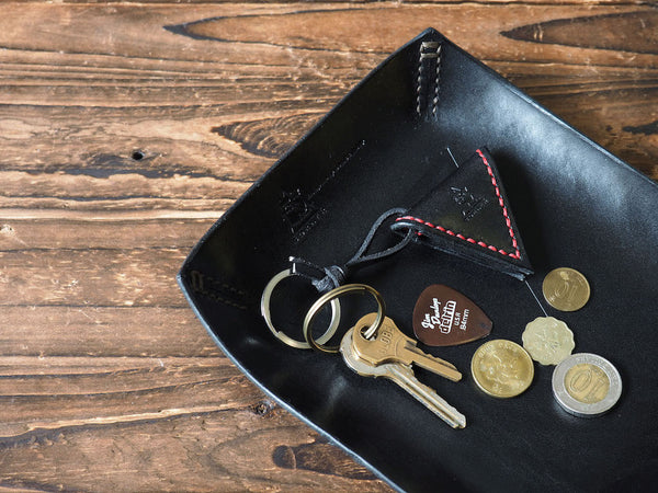 ES Corner Handmade Leather Valet Tray Desk tray Stash Tray Coin tray home decor Black Guitar pick holder keychain with key coins leather accessories