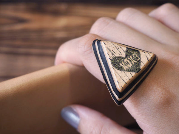 ES Corner Handmade Triangle Layers Leather Ring with XOXO Texting Abbreviation Black