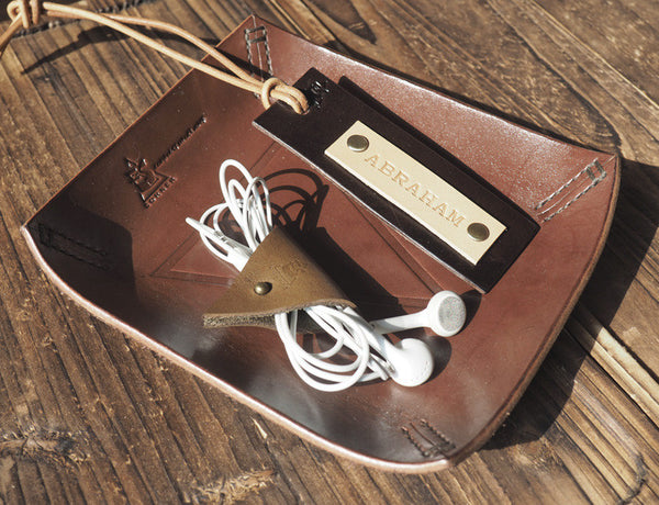 ES Corner Handmade Minimal Style Personalized Leather Luggage Tag Dark Brown with Light Brown Cord Holder on Valet Tray Personalized Gifts idea
