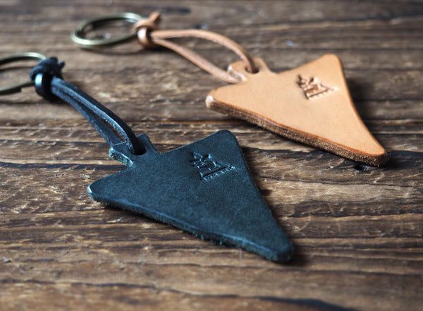 ES Corner Leather Keychain Triangle Geometric accessories Black Natural Nude Key ring