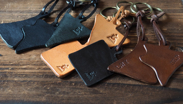 ES Corner Handmade Leather Keychain Minimal Simple and Clean design Natural Nude Black
