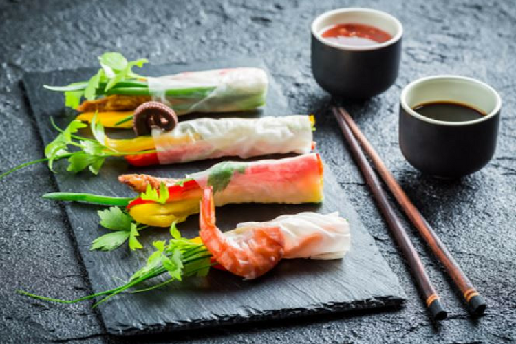 Cooking with tea - rice paper rolls