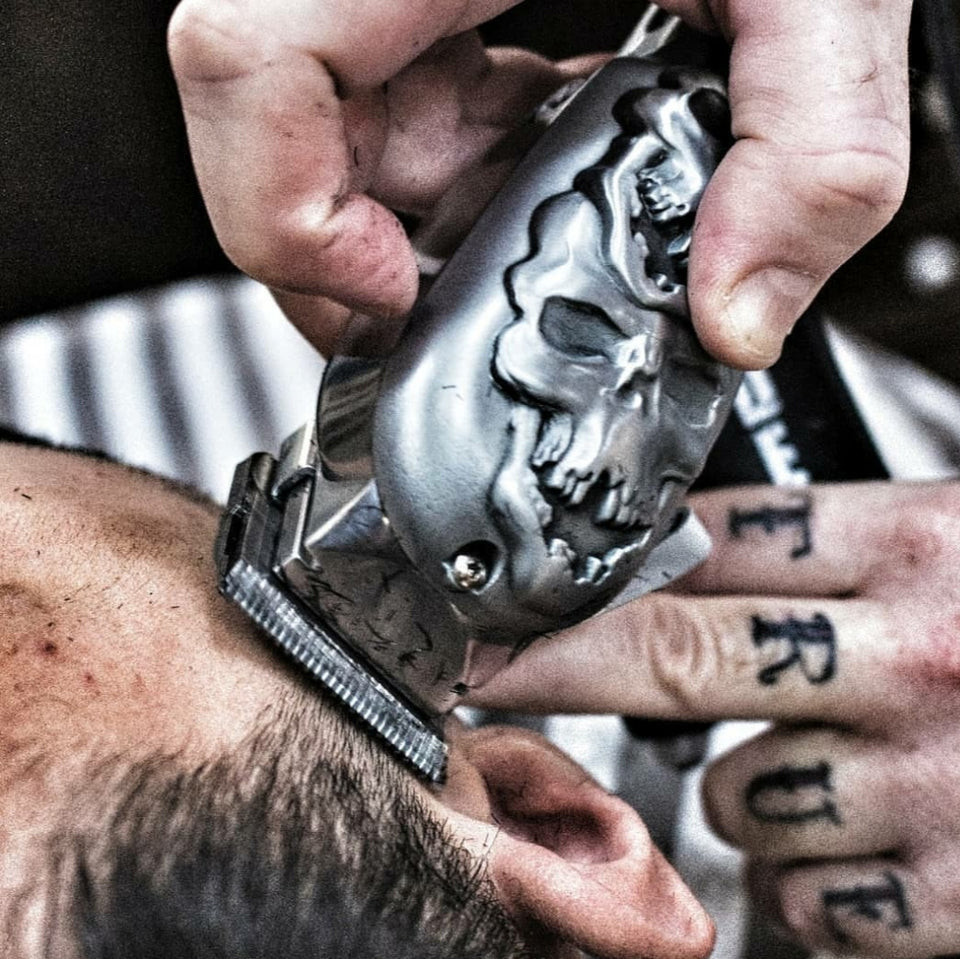 Wahl Senior Professional 3D Stacked Silver Skull Design Hair Clipper. - Hiki10 Collection