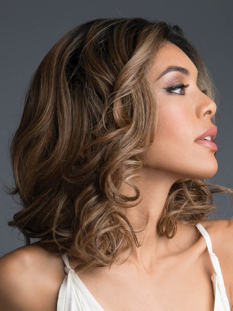 Features sexy loose curls that reach the shoulder