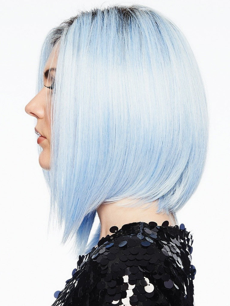 The angled cut offers natural volume, or you can add some wave