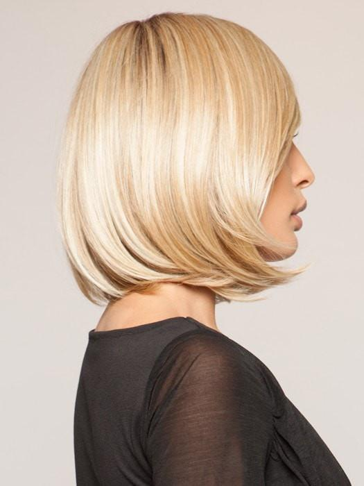Sleek layers are softly layered on the ends | Color SS14/88