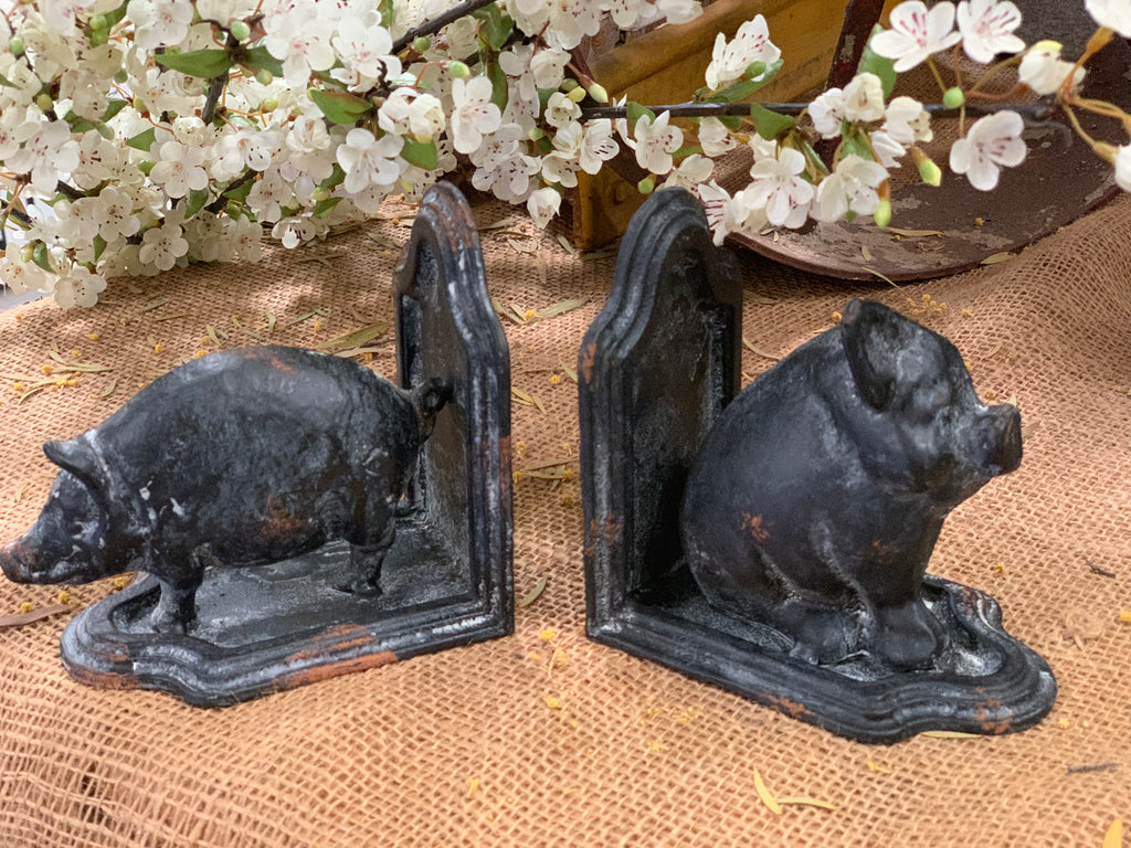 Charcoal Country Pigs Book Ends