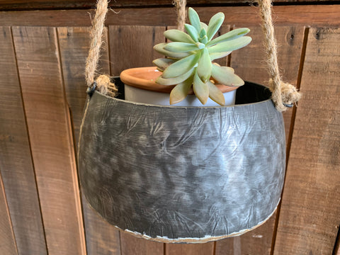 Gal Pot with Rope