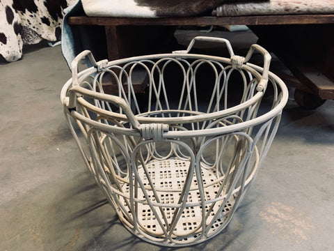Country Metal Teardrop Basket