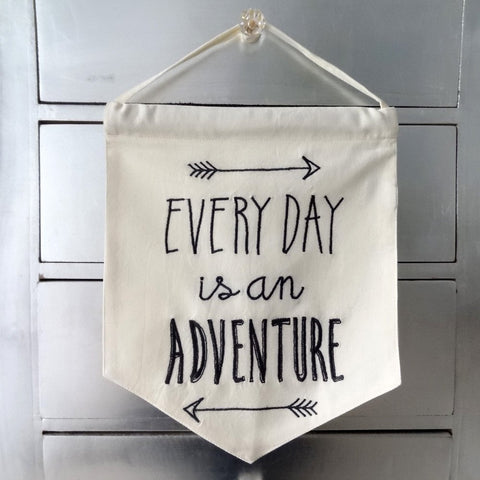 banniere fanion every day adventure drapeau