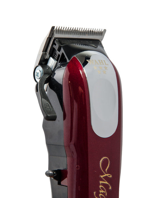 Wahl's Magic Clip is amongst the industry's favourite cordless electric razors, renowned for its powerful rotary motor.  The Stagger-Tooth blade makes this razor actively work faster and smoother.  This razor features an adjustable leveller that varies the taper and texture of a cut without necessitating constant blade changing, perfect for customers who request fades and blends.