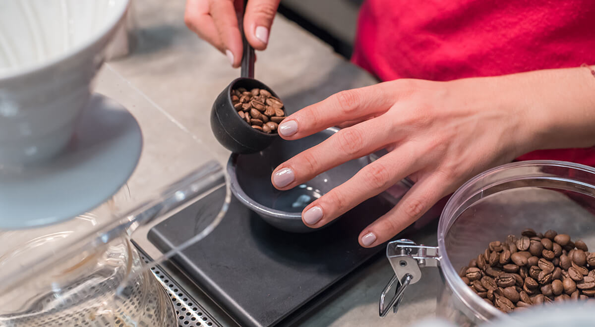 Coffee lover using the correct coffee-to-water ratio to brew coffee