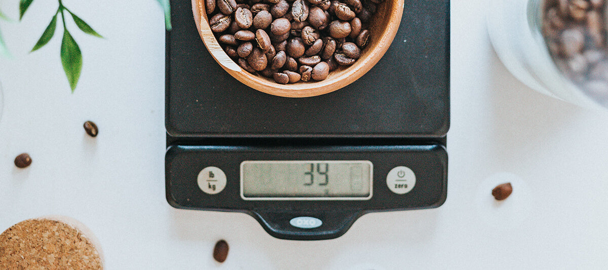 Coffee scale with the right ratio to make strong coffee at home