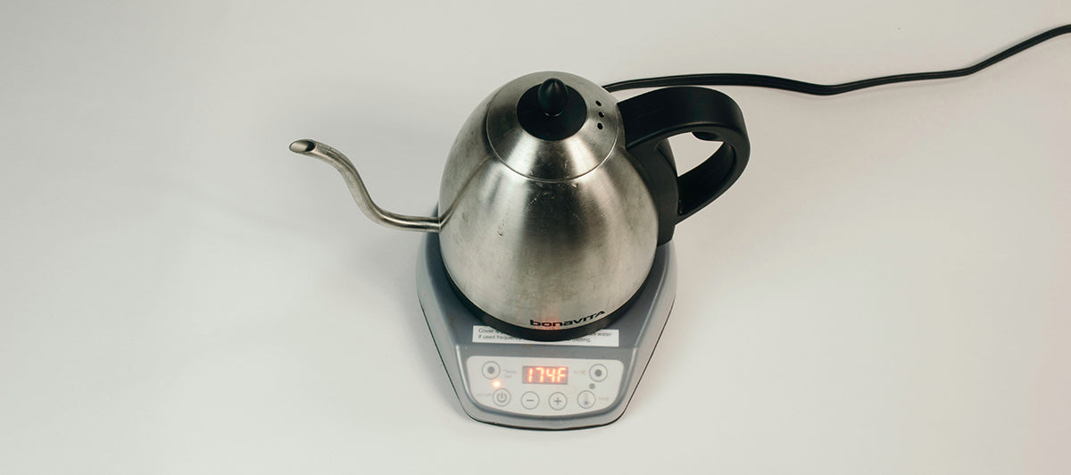 Gooseneck kettle with hot water