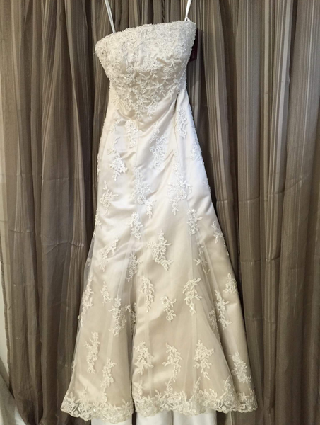 NEW Lace Wedding Dress