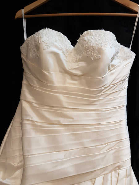 NEW Pronovias Wedding Dress