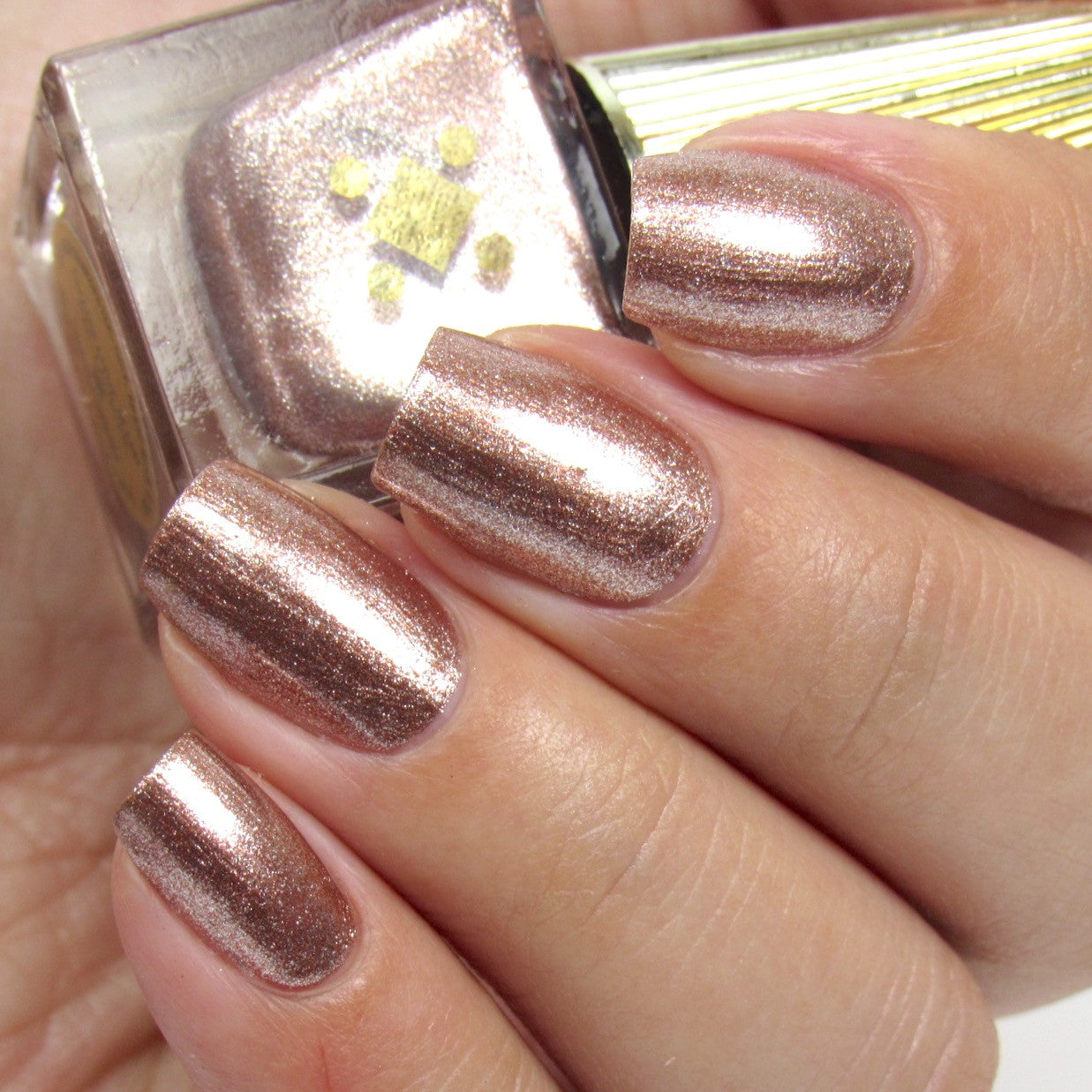 CHAMPAGNE MAMI  - rose gold metallic nail lacquer by Deco Miami