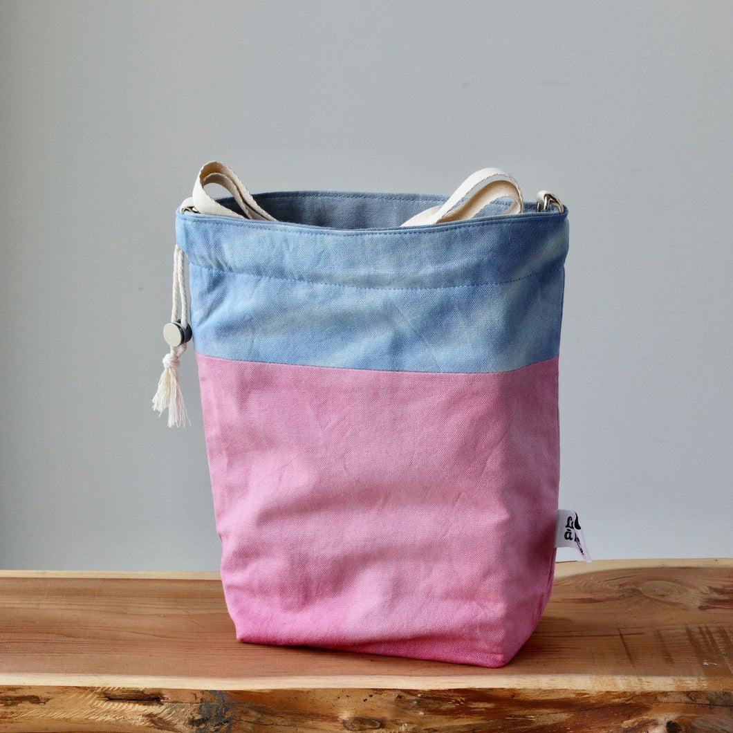 Aquarelle Project Bag - Hand-Dyed Organic Cotton, Crossbody: Bicolour Blu & Rosa-La Cave à Laine
