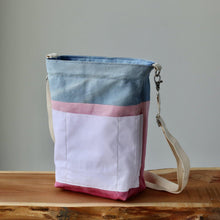 Load image into Gallery viewer, Aquarelle Project Bag - Hand-Dyed Organic Cotton, Crossbody: Bicolour Blu & Rosa-La Cave à Laine