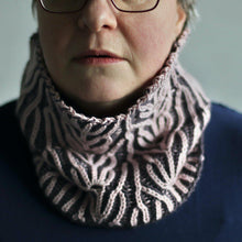Load image into Gallery viewer, Ciliegio Cowl - PDF pattern download-La Cave à Laine
