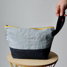Load image into Gallery viewer, Project Bag Wristlet - Hand-dyed, Yellow Zipper-La Cave à Laine