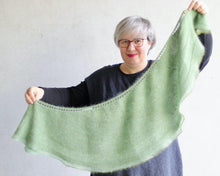 Load image into Gallery viewer, Snow Can Wait Shawl KIT - Tainted Love-La Cave à Laine