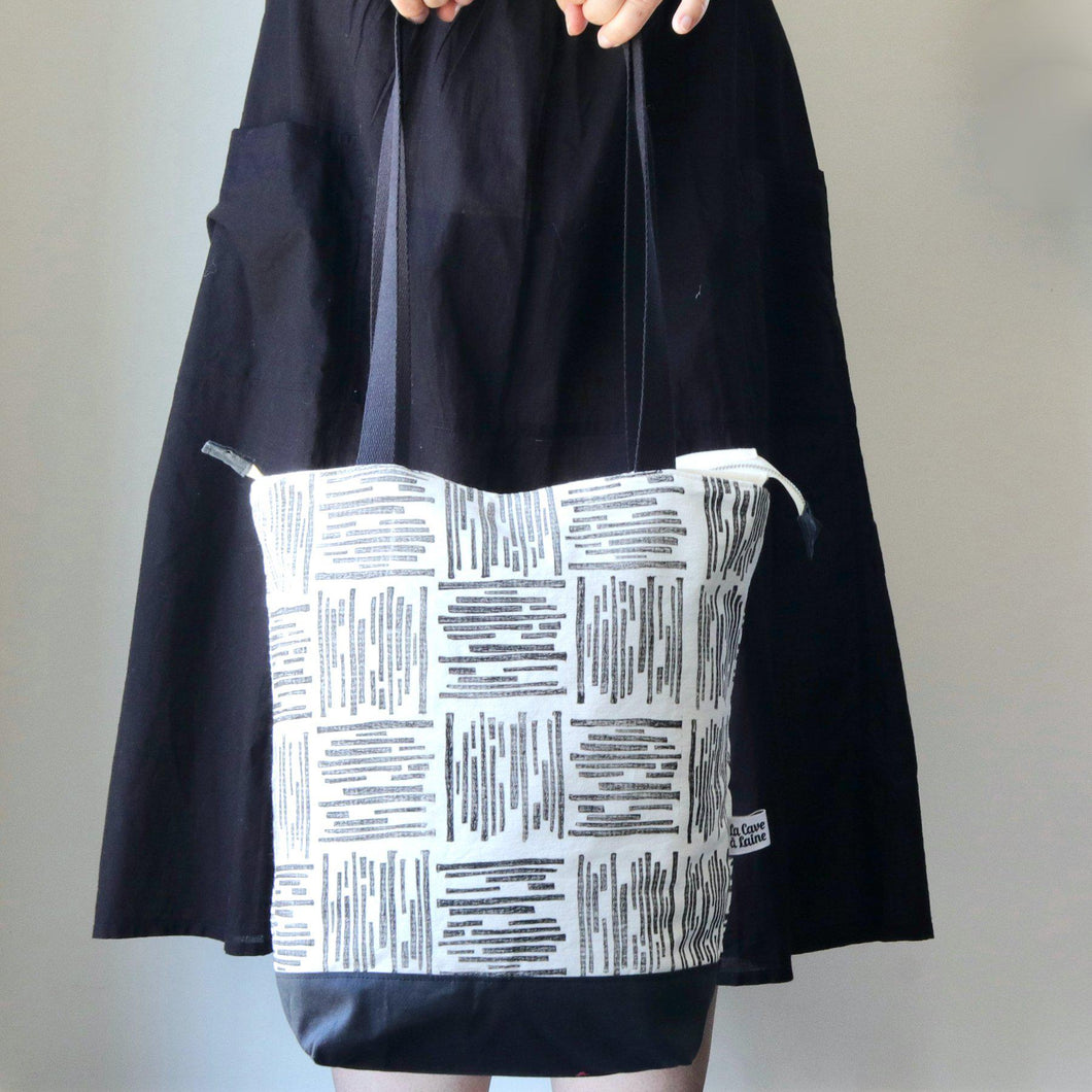 Linocut Project Bag - Long Handles XXL - Black&White-La Cave à Laine